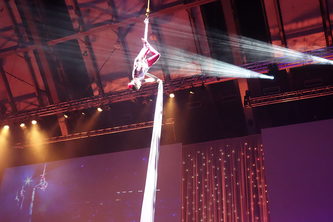 Aerial Shows - Silks Gallery - Costa at Manchester Central 3