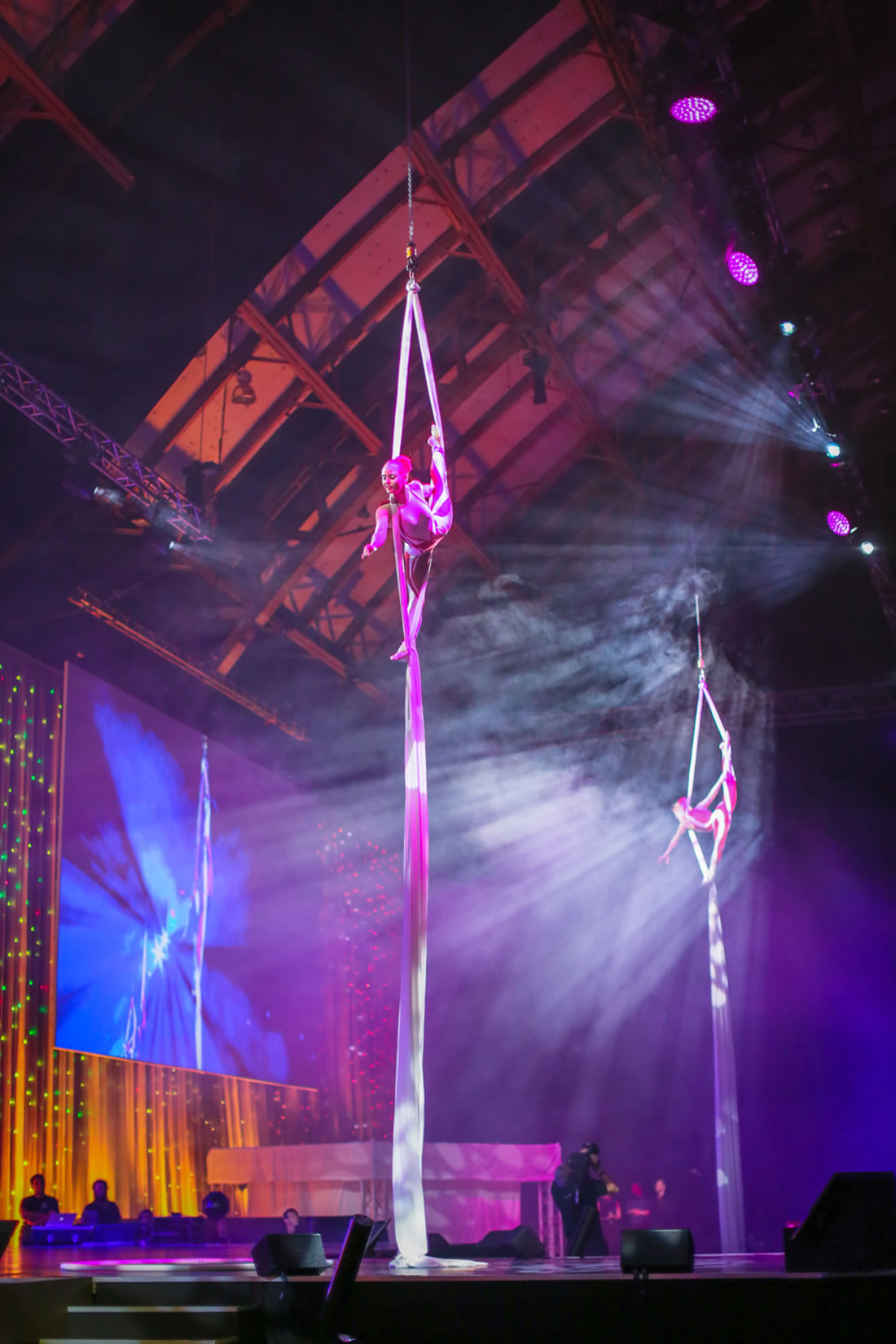 Aerial Shows - Silks Gallery - Costa at Manchester Central