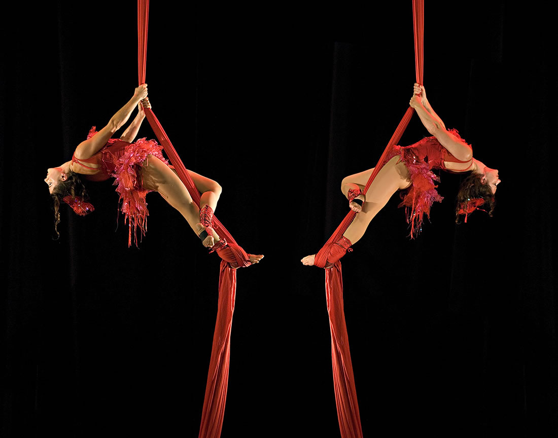 Aerial Shows - Silks Gallery - Moulin Rouge