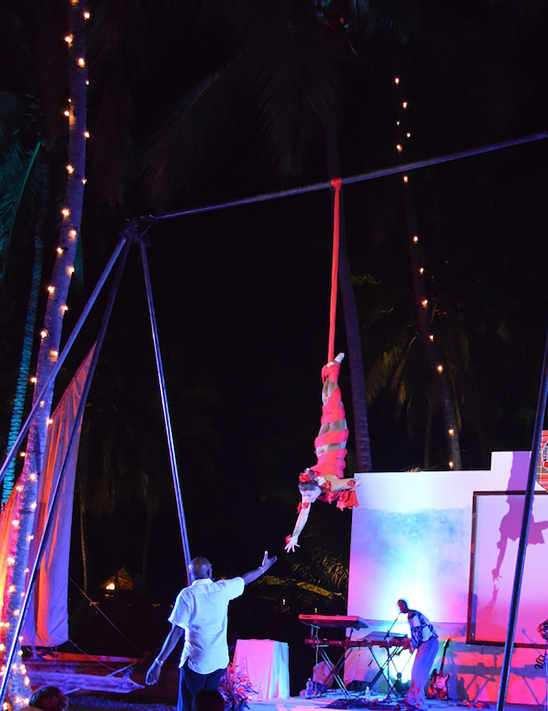 Aerial Shows - Silks Gallery - Zanzibar