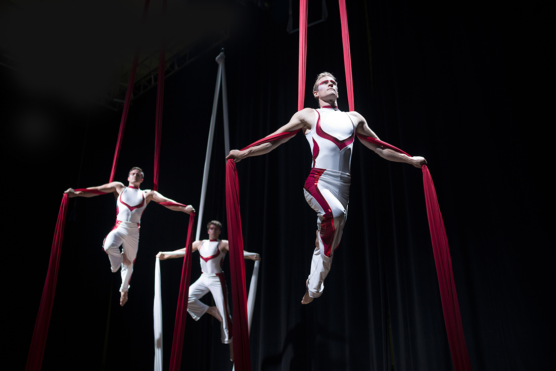 Aerial Troupe male
