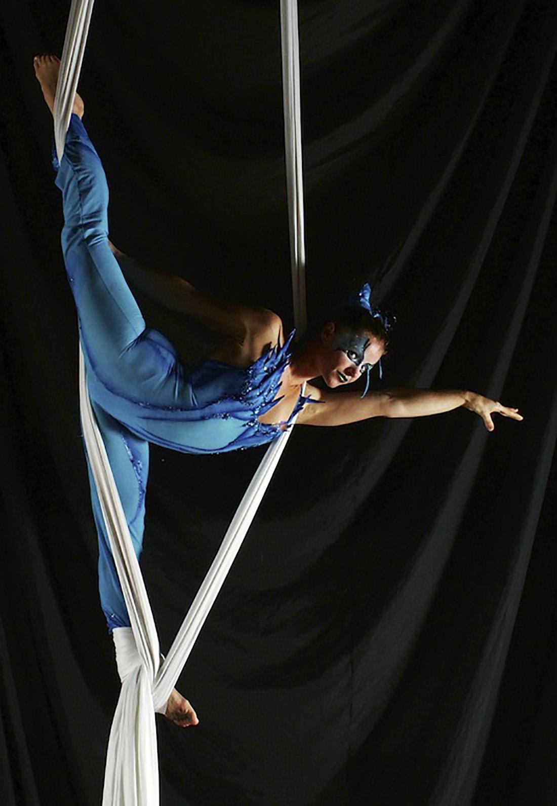 Blue mermaid - cirque style