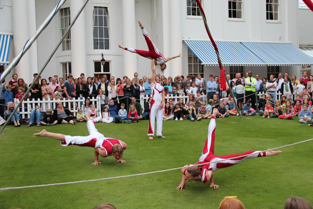 Groundbased Shows - Acrobats Gallery - Acrobatic Troupe - Hurlingham Club 3