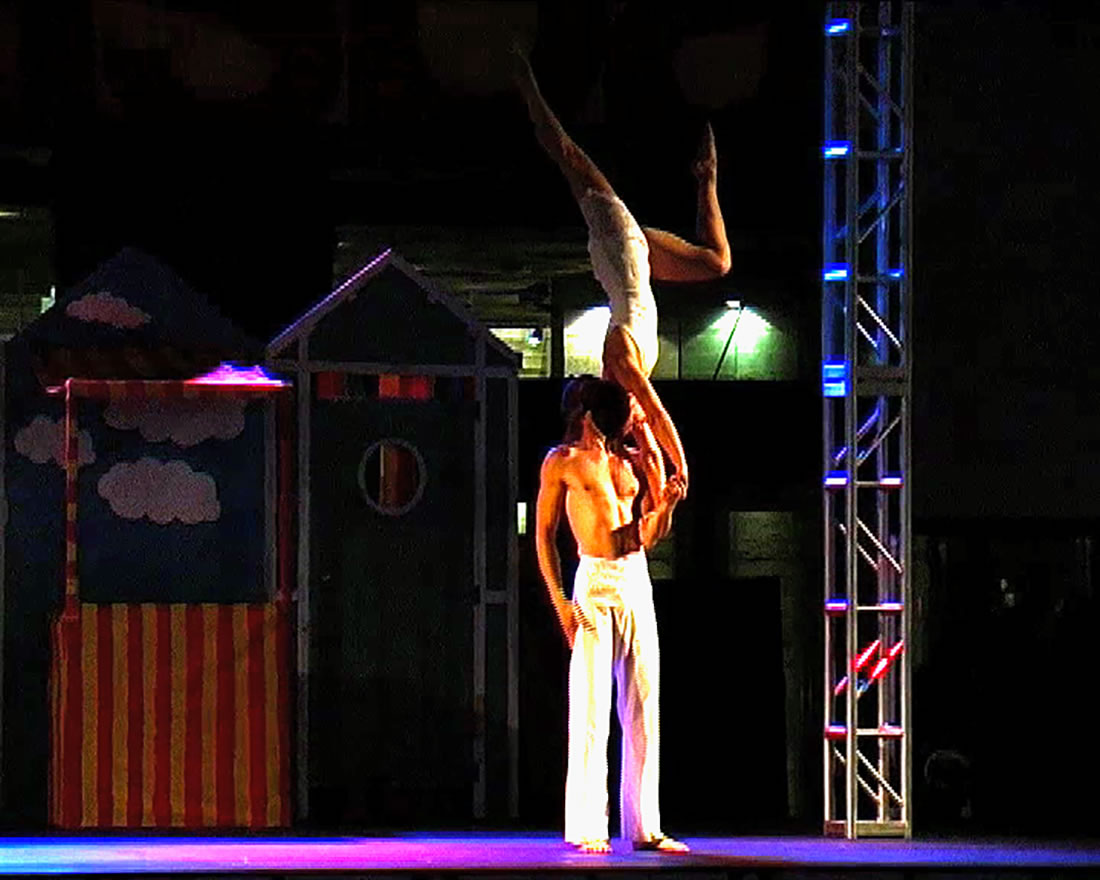 Groundbased Shows - Acrobats Gallery - Acrobatic duet at National Theatre