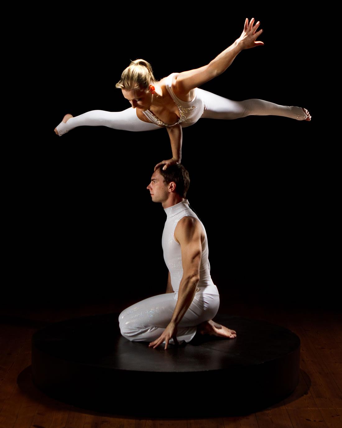 Groundbased Shows - Acrobats Gallery - Revolving podium 1
