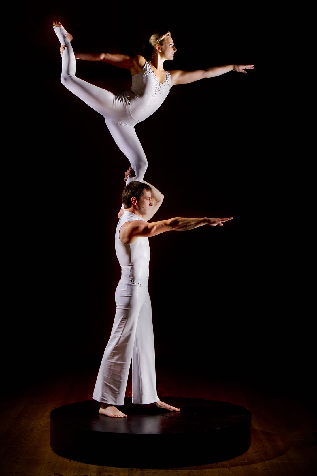 Groundbased Shows - Acrobats Gallery - Revolving podium 2