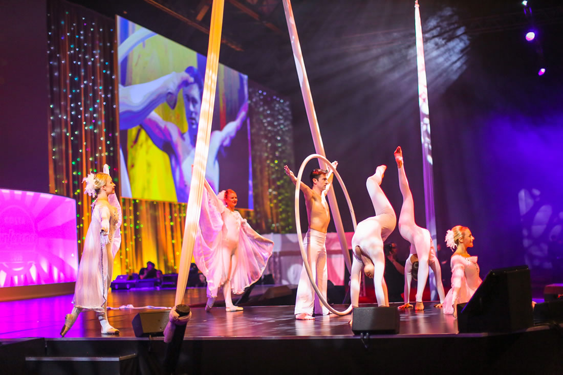Large Cirque Shows - Gallery - Costa, Manchester Central 2